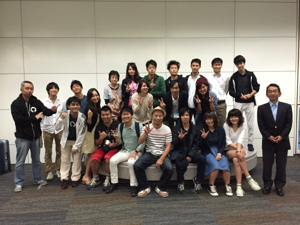 Mr. Sometani (far right) poses for a farewell photo with the participants from Japan.